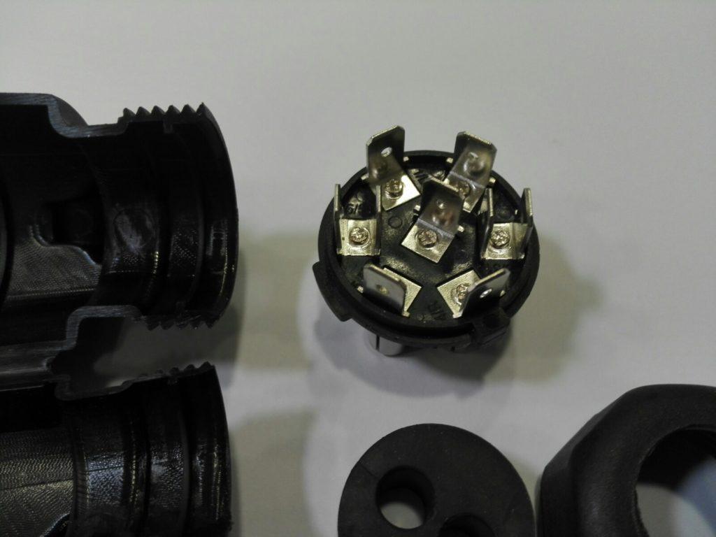 Zástrčka 12 V, 7-pin, NA KONEKTORY, ob. 2